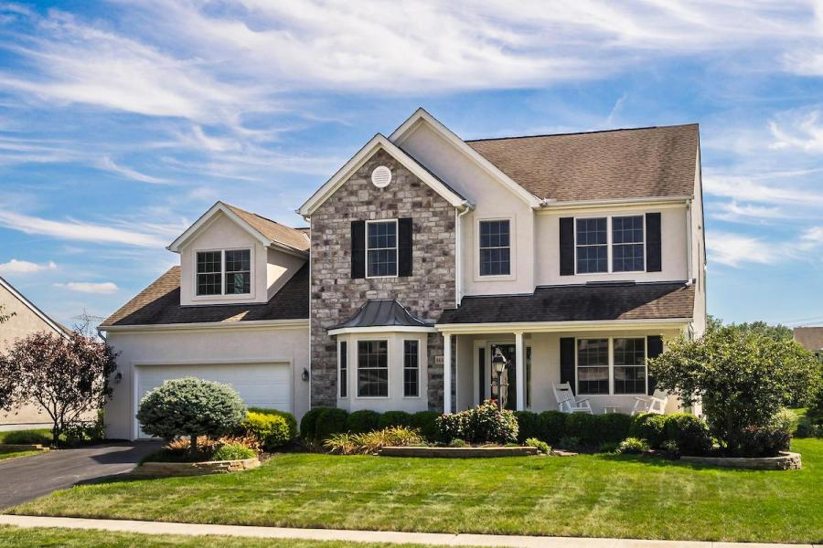 Lovely home in Estates of Glen Oak Lewis Center OH 43035